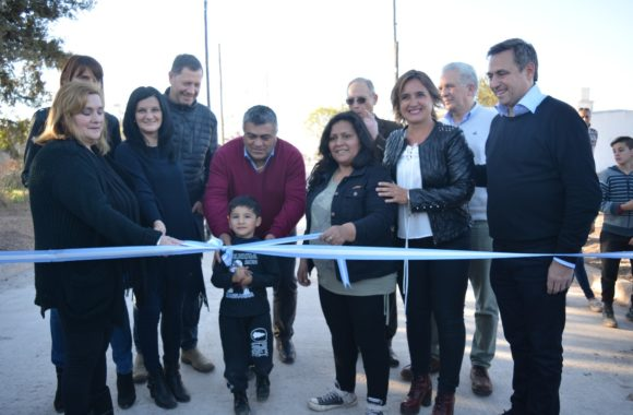 Inauguración de pavimento en Estación Juárez Celman - Myrian Prunotto - Ramón Mestre (7)